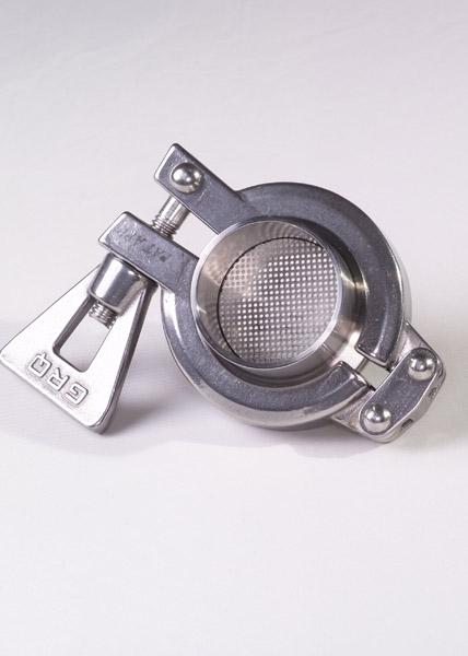 junta clamp de filtro de malla instalada