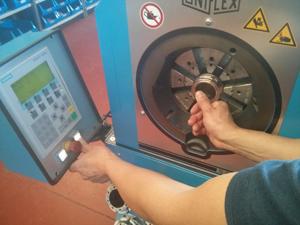 TP maquina de prensado de mangueras